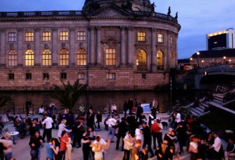Draußen tanzen: Strandbar eröffnet in Kürze