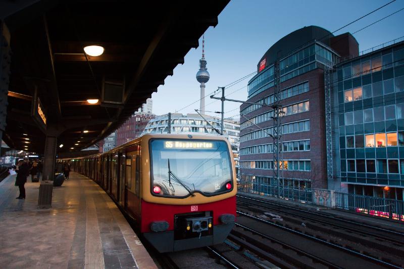CSD-Sonderzug der Berliner S-Bahn