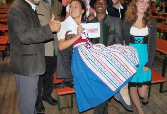 """Wie ein schwuler Ugander zu """"Mister Tutzing"""" wurde"""