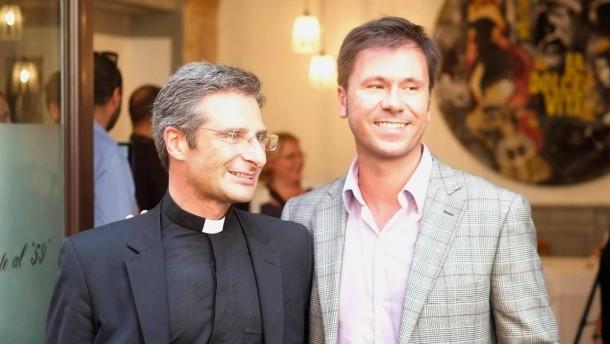 Erster Vatikan-Mitarbeiter outet sich