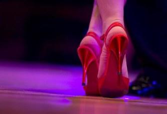 Queerer Tango:  Parodie auf Geschlechternormen