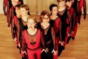 Im Gleichschritt schweben sie über das Parkett:  Die Swinging Sisters aus Köln