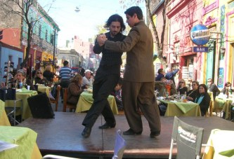 """Tanz am anderen Ufer – schwule Tangopaare in Argentinien"""